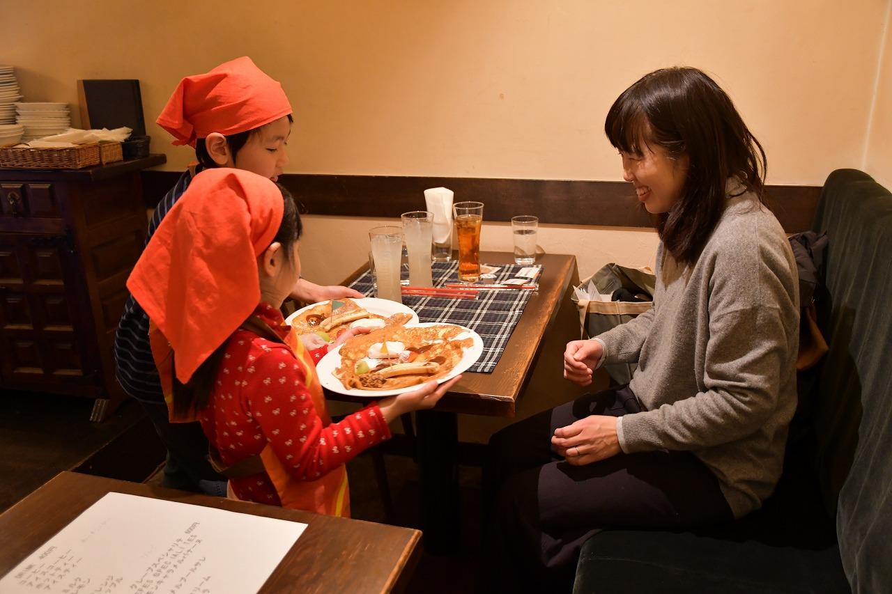 南欧カフェで子どもお仕事体験